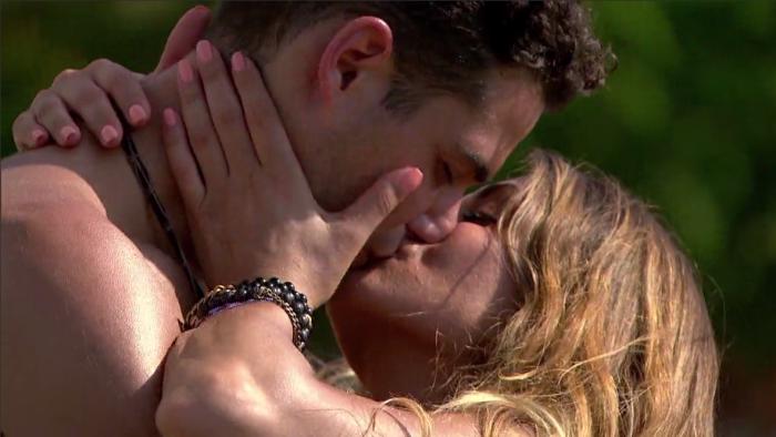 Shu Wells kissing